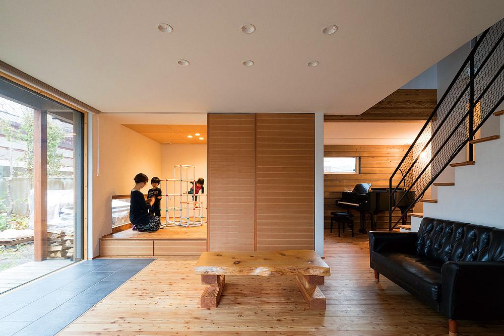 リビングに隣接する和室の横がテレビの収納スペース