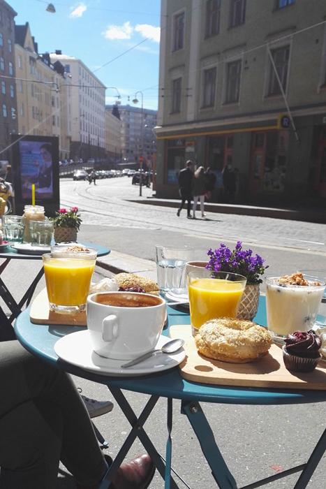 ヘルシンキのカフェのテラス席