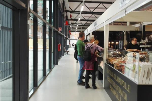 100年以上の歴史がある、ハカニエミマーケット。仮設建物で営業中
