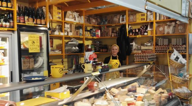 ハカニエミマーケットのチーズ&卵屋