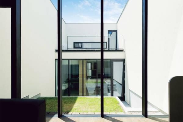 プライベートな庭を楽しむ、「コートハウス」という選択。