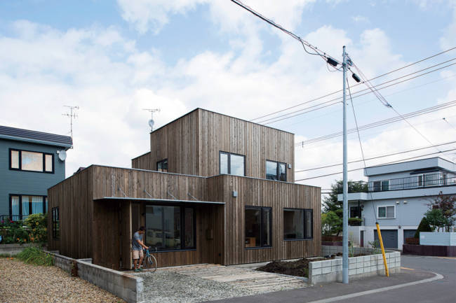 平らな屋根の家の外観