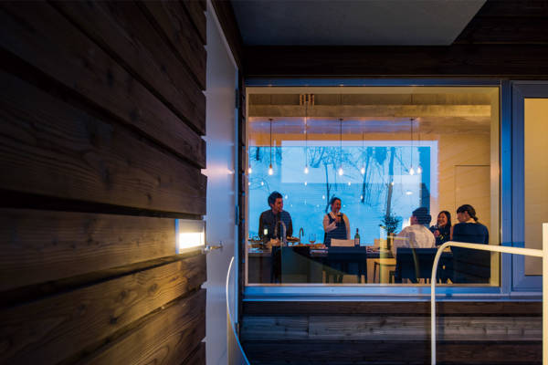 仕事と食、語らいを凝縮したミニマム空間