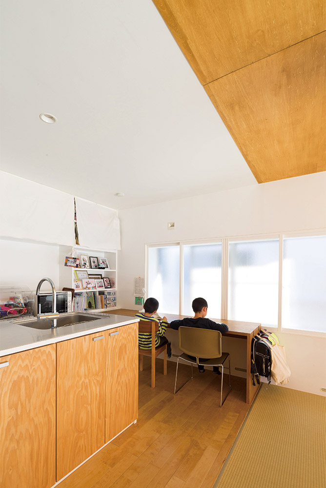キッチン横のワークスペース