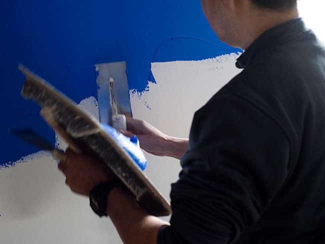 左官屋さんの壁塗りの様子