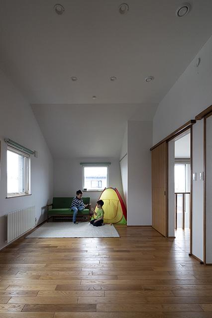 現在は広い一つのスペースなので、子どもたちの遊び場として利用している