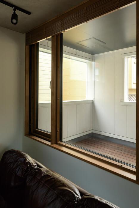 外のデッキはハートランドホームのコンセプトハウスで展示していた天然木のウリン材を使用