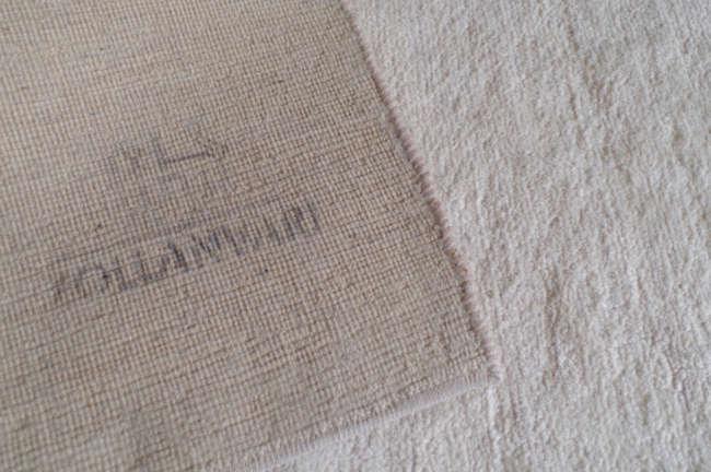 絨毯の裏にこのハンコがあるギャッベはゾランヴァリ社のもの