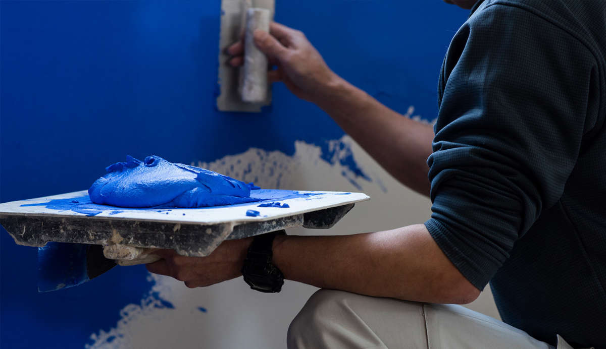 壁を塗る – リプランのオフィスリノベーション