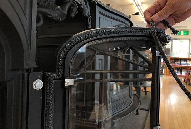 扉に付属するファイバーロープ