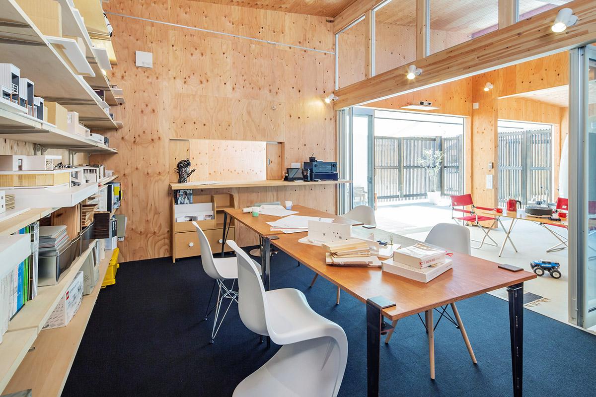 住まいの内側と外側という概念を取り払い、誰もが集い楽しめる空間「ファクトリーthink」