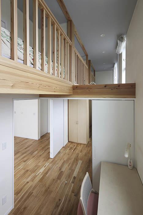 4つの子ども部屋は全室ロフト付き。空間のつながりを保ちつつ「私の部屋」を区切っている