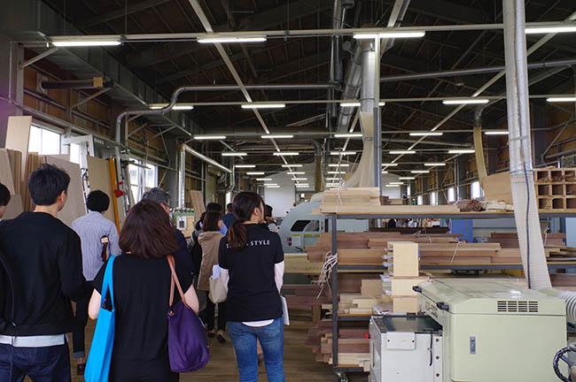 工場見学中、かわいい後輩・ショータのセカンドバッグからこんにちは