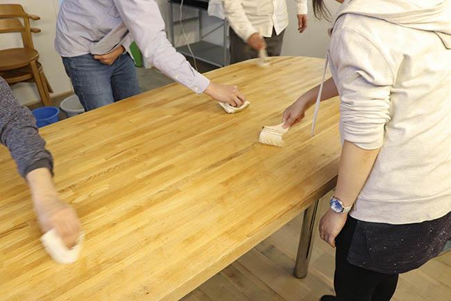 テーブルに、色つやが…