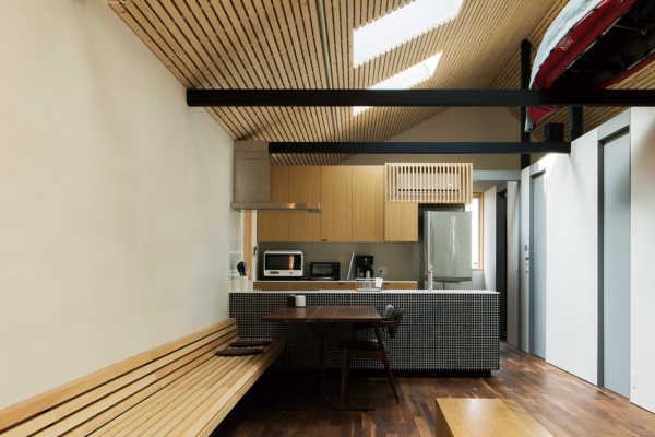 フレキシブルな一室空間を家族みんなで共有する、シンプルな間取りの平屋