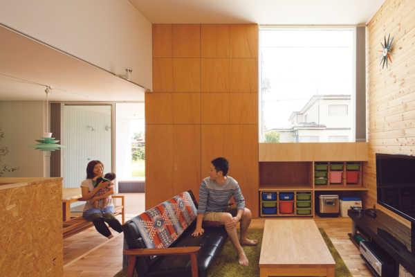 床レベルの操作から生まれた遊び心が光る1.5層の平屋