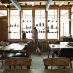 素材を活かした空間とメニュー「上質な暮らし」を提案するカフェ…