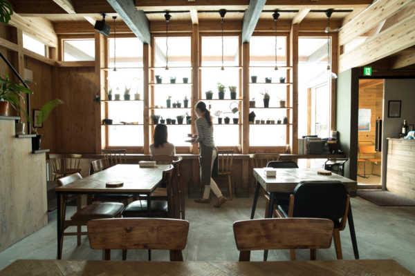 素材を活かした空間とメニュー「上質な暮らし」を提案するカフェ 35stock