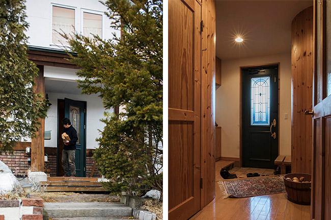 丸太柱を使った玄関ポーチと木質感のある玄関ホール
