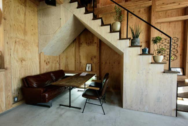アイアンの手摺を設置した階段