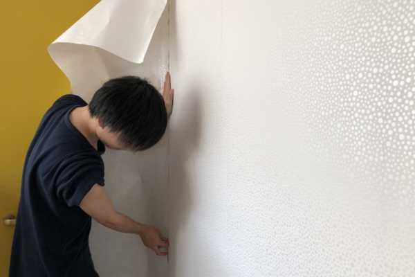 壁紙を貼る-リプランのDIYプロジェクト
