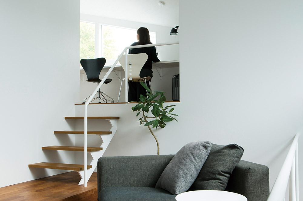 家族共通のワークスペースと子ども部屋は最上階に。窓からの眺望は抜群