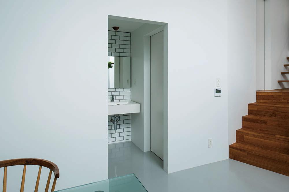 オープンな洗面スペースはデザインにこだわり、室内のアクセントにもなっている
