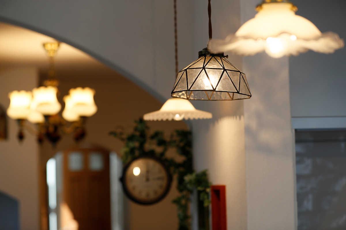 ガラスシェードは、デザインによって光の見え方が変化するのが魅力