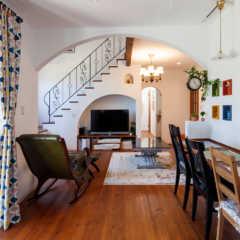 二世帯の暮らしに配慮し、メリハリのある間取りとデザイン
