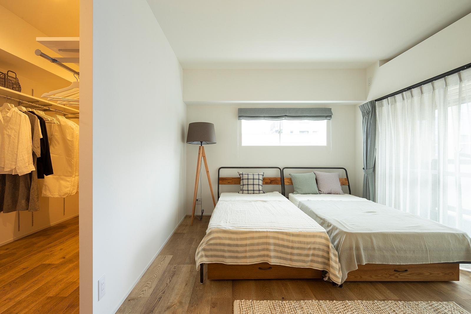 洗面室の壁にはタイルを張って、LDKとは違う雰囲気を演出。清潔感と落ち着きのある印象