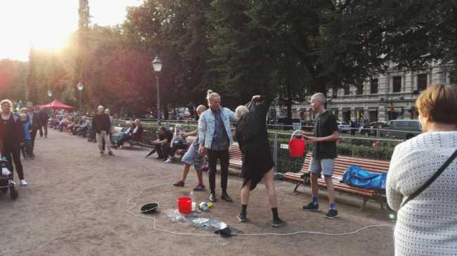 ヘルシンキの公園で演劇