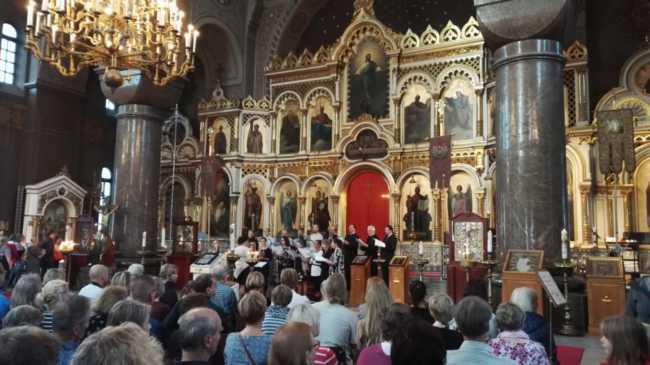 ウスペンスキー寺院で歌のコンサート