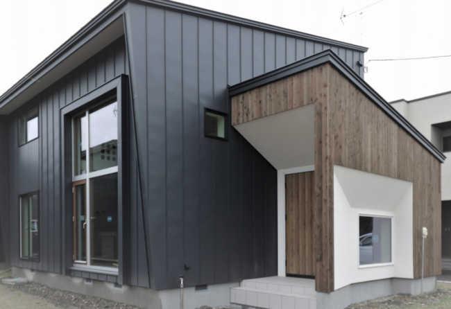 Cryptnの家は十勝地方に適し、その厳しい自然環境下にも耐えうる住宅性能を基本としている。写真の住宅は、ゼロエネルギー住宅(ZEH)仕様