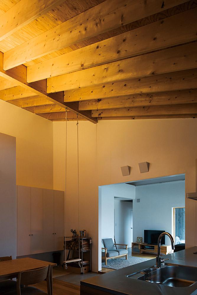 子ども部屋まで連続する各ゾーンを見通せるキッチンからの眺め