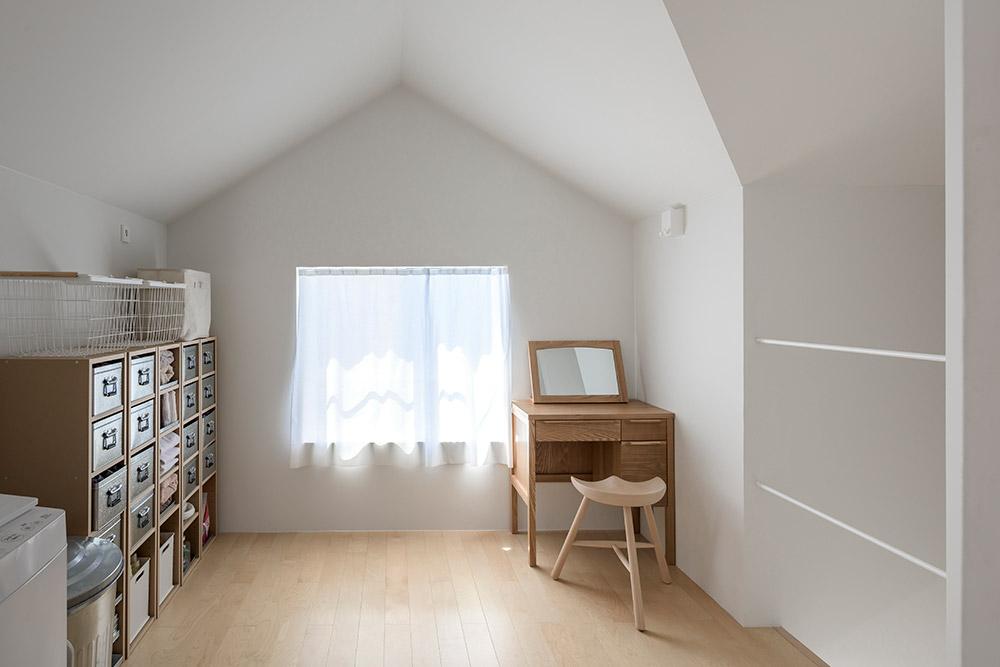 三角天井の部屋