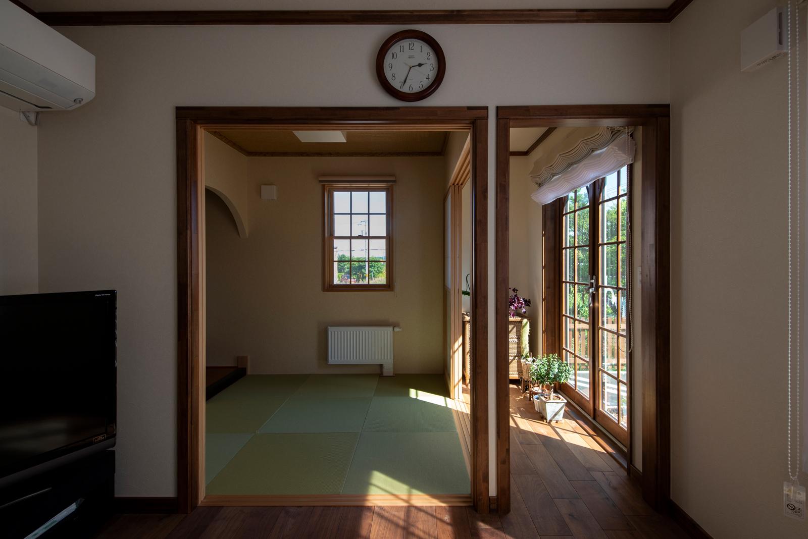 1階親世帯のLDKには、Fさんの希望で雪見障子と広縁を備えた和のくつろぎスペースも設けられている