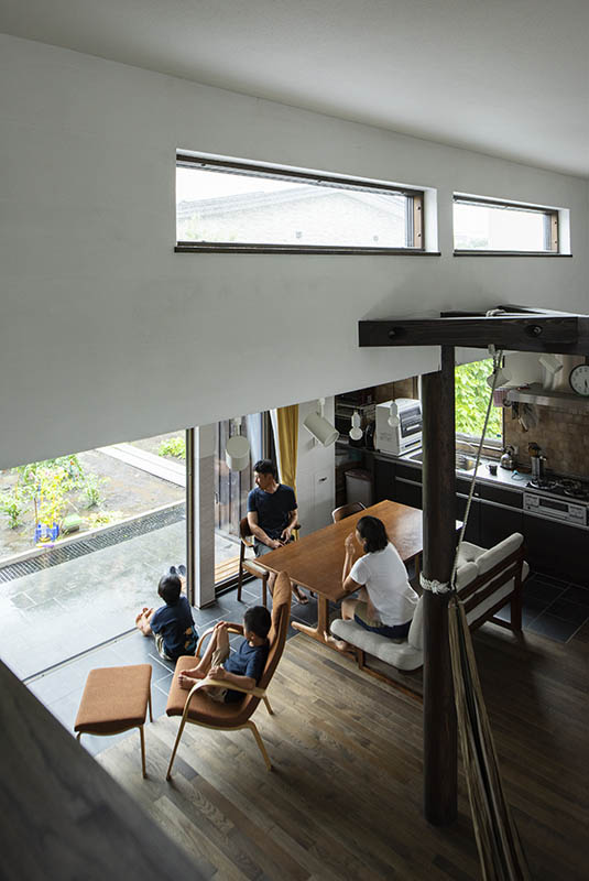外の景色や広いテラスもリビングに取り込み開放感あふれるLDK