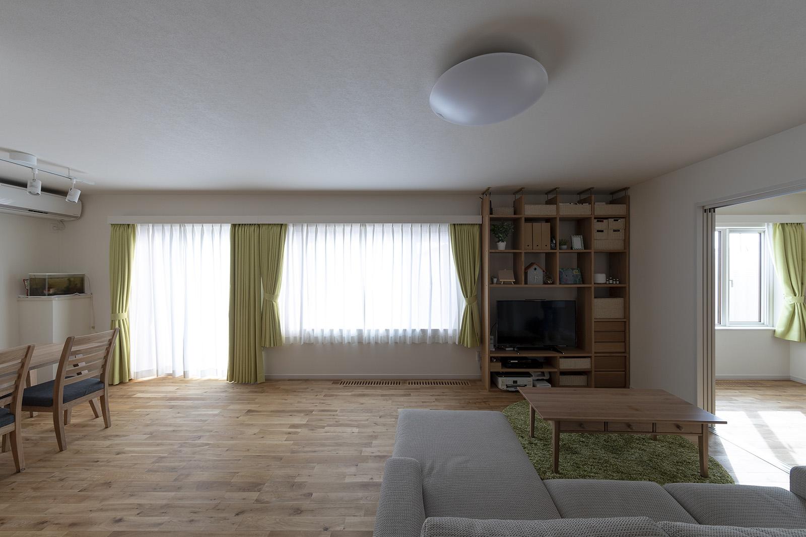 リビングの家具も、新居のイメージに合わせて自ら選んだ
