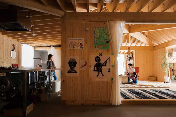 「見せる」土間キッチンでオープンな間取りの平屋
