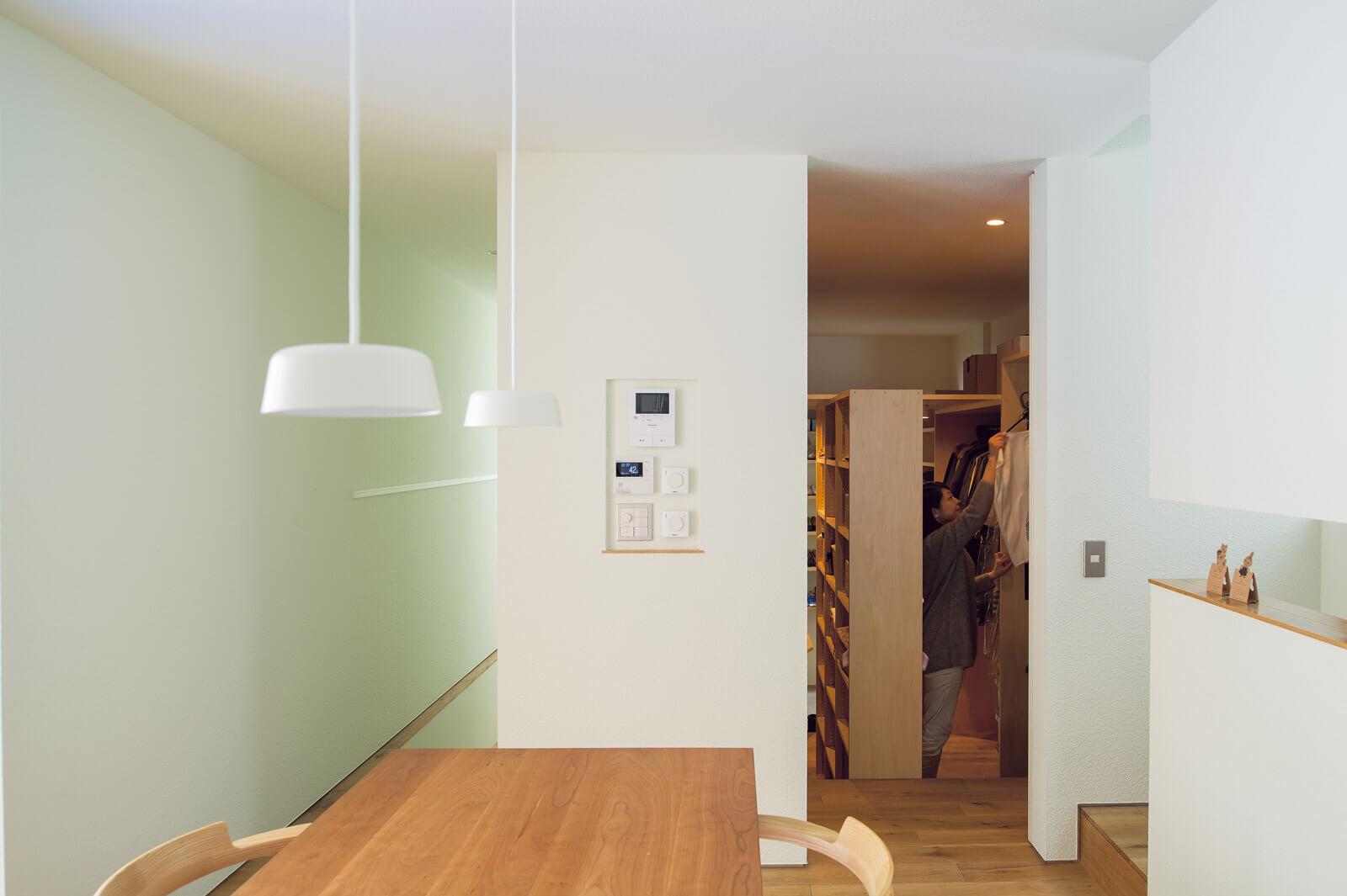 玄関とキッチンの間にWIC