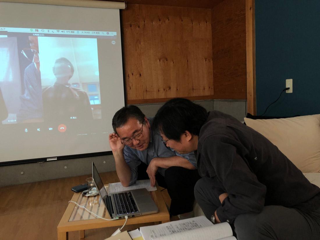 東大生からの質問に真剣に耳を傾ける三木編集長と山本亜耕さん