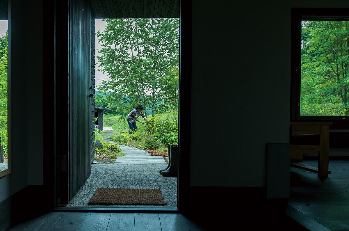玄関からアプローチ