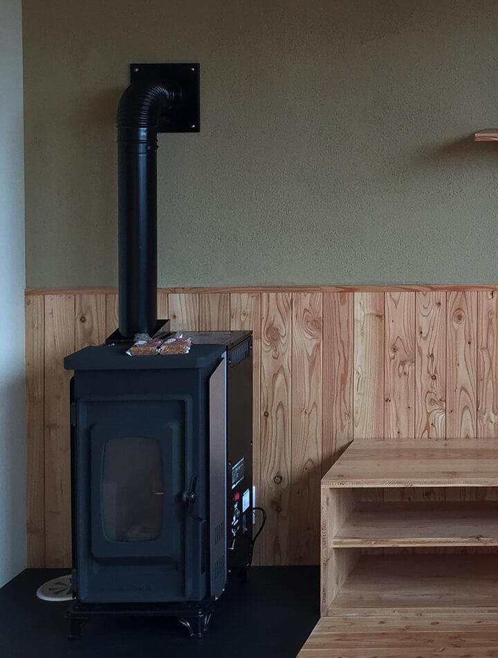 暖房は、1階・2階ともペレットストーブ