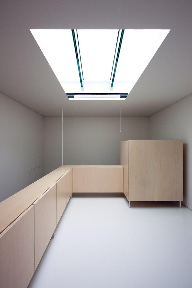 天井面に一番近い客間。上部から光を得ることの効率の良さに驚くほど明るい