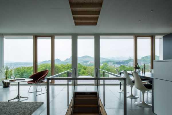 ヴィンテージ家具が馴染む、建築家の自邸