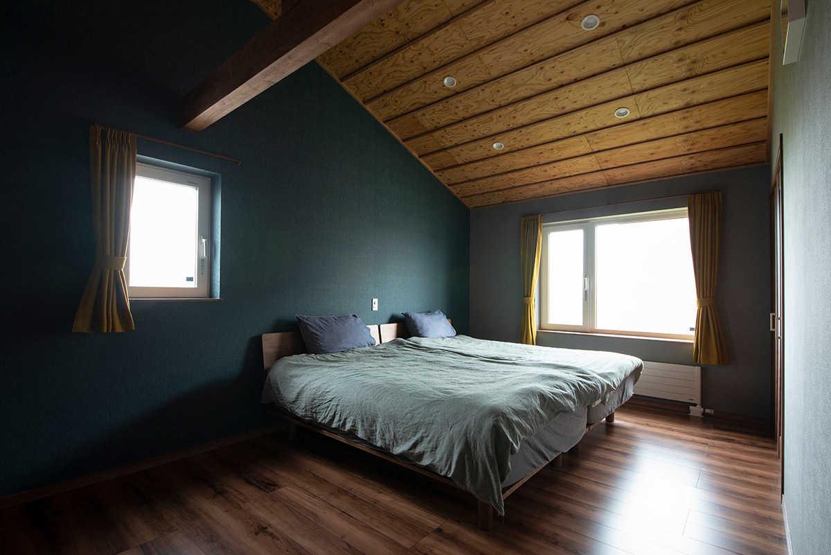 カーテンと、窓下に設置するパネルヒーターの高さの関係に注意
