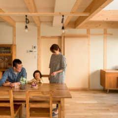 自然素材の心地よさと高い住宅性能。 2つの希望を、理想の形に…