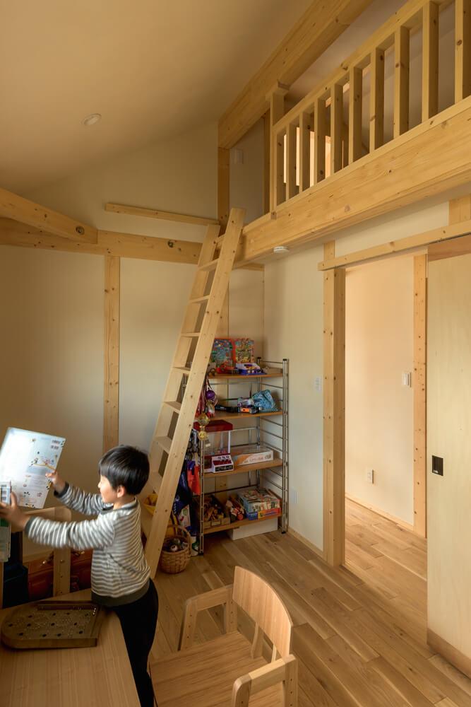 2階の子ども部屋も木のぬくもりが心地よい
