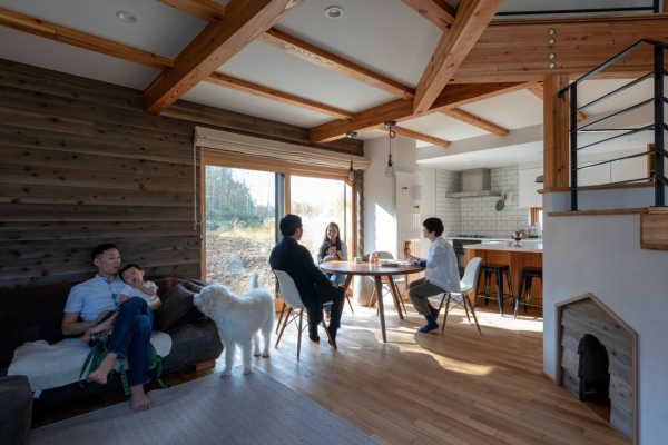 理想の間取りを実現させた、羊蹄山を眺める「笠」屋根の家