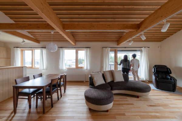 「夫婦2人の時間を楽しむ家」「田園風景に馴染む大屋根の平屋」 自然と共存する旭川の高性能住宅5事例